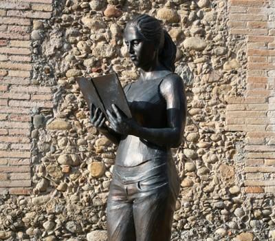 Andrea leyendo